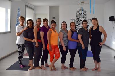 28062018 Festejan Día Internacional del Yoga.