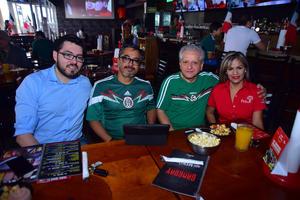 28062018 Jesús, Roberto, Fabio Pérez y Paty.