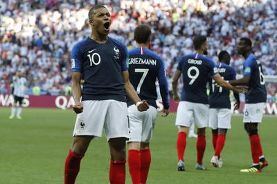 Al minuto 68, de nueva cuenta Mbappé fue el encargado de ampliar el marcador para los europeos, Olivier Giroud le punteó un balón que ganó por velocidad y definió pegado al poste de la cabaña de Argentina.