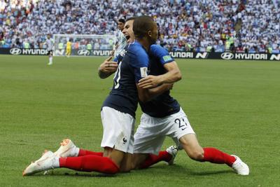 El joven de 19 años de edad, Kylian Mbappé dio un gran partido, en el cual por velocidad vulneró en repetidas ocasiones a la defensa argentina y marcó un doblete para colocar a los franceses como firme candidatos al título.