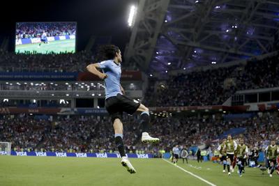 """Los goles del """"matador"""" fueron al minuto siete y 62; mientras que Pepe había logrado el empate momentáneo al 54. El siguiente duelo de los """"charrúa"""" será el viernes frente a Francia, que viene de eliminar a Argentina."""