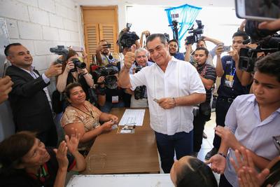 Previo a la emisión de su voto y tras reunirse con colaboradores y su familia, dijo esperar la participación ciudadana, tras el trabajo proselitista.