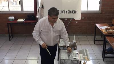 Riquelme acudió a Torreón a votar.