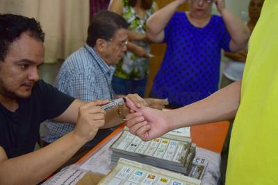 Laguneros acudieron a las urnas a votar.