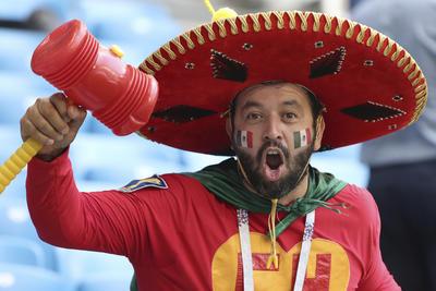 Mexicano personificado del Chapulin Colorado.