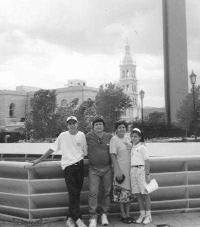 01072018 Familia de Anda Alcocer en 1990.