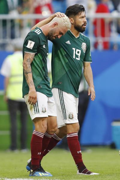 Los jugadores mexicanos sumergidos en la derrota.