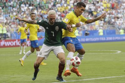 La defensiva mexicana no pudo evitar la caída en el duelo.