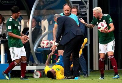 Una falta inexistente demoró el partido por cerca de tres minutos.