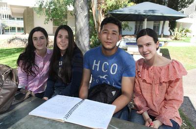 Paola, Rolando, Diana y María.
