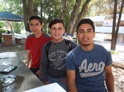 Moisés Hernández, Gilberto Grijalva y Joel Lerma.