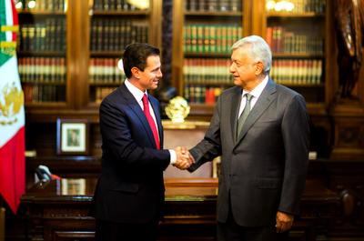 """""""Llegamos a la conclusión, a propuesta del presidente Peña Nieto, de iniciar el proceso de transición una vez el Tribunal Electoral emita el fallo y me nombre presidente electo; en tanto no exista este reconocimiento legal, no podremos iniciar el proceso"""", explicó."""