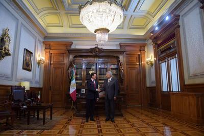 """Según informó la Presidencia en Twitter, el presidente mexicano recibió a López Obrador y manifestó la disposición del Ejecutivo para """"llevar a cabo una transición ordenada y eficiente en beneficio de las mexicanas y mexicanos""""."""