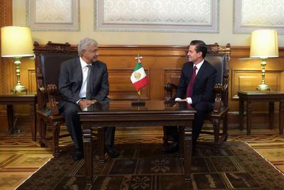 El encuentro empezó puntual a las 11:00 horas en el Palacio Nacional, luego de que el líder de Morena hiciera una aparatosa llegada al estar rodeado de medios de comunicación y simpatizantes.