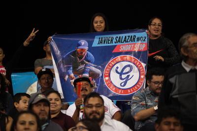 El Estadio Francisco Villa lució repleto de aficionados quienes disfrutaron un excelente duelo de pitcheo entre Tiago Da Silva y Leuris Gómez, quien al último fue quien cargó con la derrota.