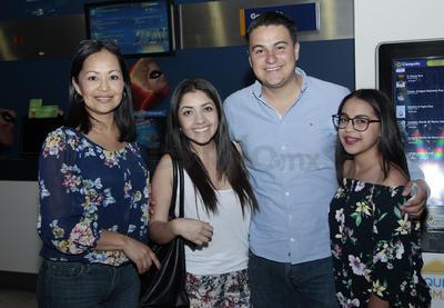 Liliana, Jazmín, Carlos y Rebeca.