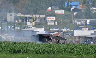 La institución señaló que la explosión se produjo en la localidad de La Saucera, donde arribaron unidades de emergencia de los municipios cercanos de Cuautitlán, Coacalco y Ecatepec.