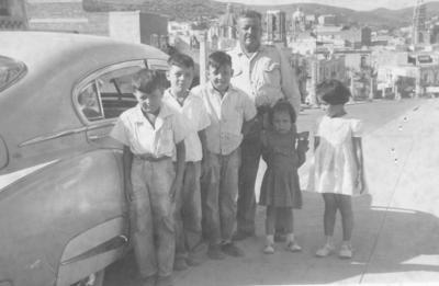 08072018 Sr. Damáso Pacheco G. (f) con sus nietos: Raúl, Eladio, Carlos, Maruca y Mague Pacheco en 1954 en Zacatecas.