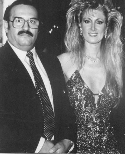 08072018 Jesús Reyes acompañado de Miss México, Felicia Mercado, en 1981.