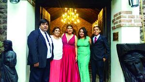 08072018 EN RECIENTE FESTEJO.  Mayra acompañada de Julio, Mayela, Kendra y Gabriel.