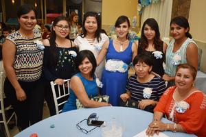 09072018 FIESTA DE CANASTILLA.  Estefanía con algunas de sus invitadas a su baby shower.