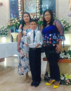 08072018 Joaquín, su mamá, Margarita Ramos, y su madrina, Isabel Burciaga.