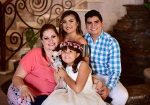 08072018 DOBLE FESTEJO.  Mía Jaqueline Villalobos Muñoz con su mamá, Francis Muñoz, y sus hermanos, Gilberto y Sofía.