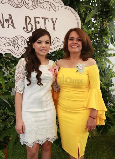 Su mamá la Dra. Ana Beatriz González, cuidó todos los detalles de la recepción.