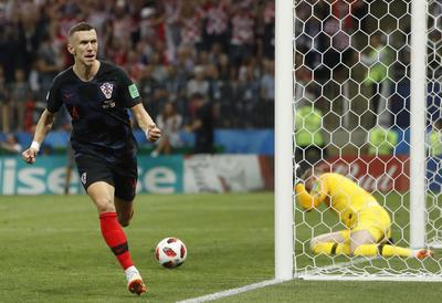 Perisic marcó el primer gol de Croacia en busca del milagro.