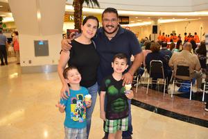 12072018 Daniel González, Brenda Castillo, Daniel y Marcelo González.