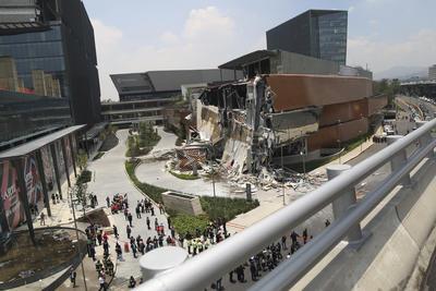 """""""No hay ninguna víctima, afortunadamente el administrador de la plaza confirma que esa parte estaba en remodelación y no estaba abierta al público"""", manifestó Garrido."""