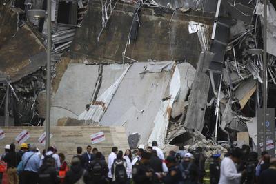 El secretario de Protección Civil de la Ciudad de México, Fausto Lugo, informó que no hay personas lesionadas o atrapadas en la Plaza Comercial Artz en el Pedregal.