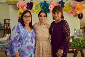 13072018 FUTURA ESPOSA.  Mónica García se casará en breve, por lo que le fue ofrecida una despedida de soltera. La acompañan Norma y Chely.