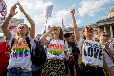 """Manifestantes de la Marcha de Mujeres """"Stop Trump""""  en Londres."""
