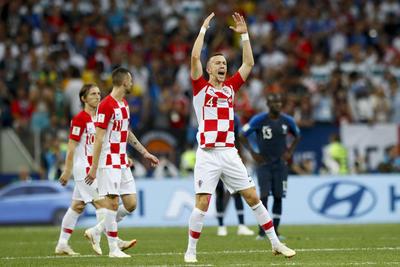 Perisic alentaba a la gente croata para que apoyara.