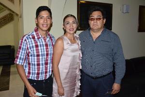 16072018 EN EL TIM.  Alejandro Ortiz, Isela Mtz. y Sebastián Ortiz.