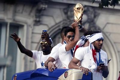 Francia desfila como campeona del mundo