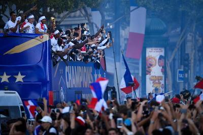 La fiesta en París no paró desde que el domingo levantaron su segundo trofeo mundialista.