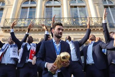 La Selección Nacional de Francia desfiló como campeona del mundo por las calles de París.