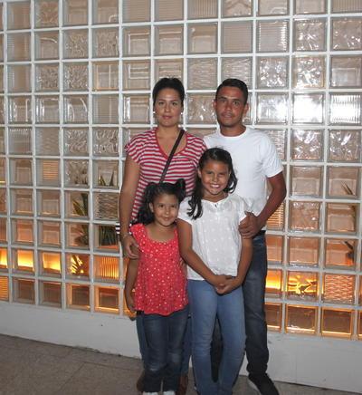 Lesly, Hanna, Valeria y Alejandro.