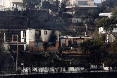 """El primer ministro griego, Alexis Tsipras, anunció hoy tres días de luto por las víctimas de los incendios y prometió que """"nadie se quedará sin ayuda""""."""