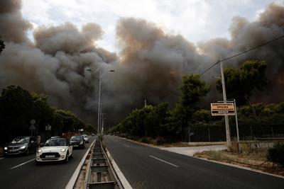La mayoría de las víctimas mortales de los últimos incendios registradas hasta el momento perecieron en sus casas o en sus vehículos, arrasados por las llamas que se propagaron con suma rapidez.