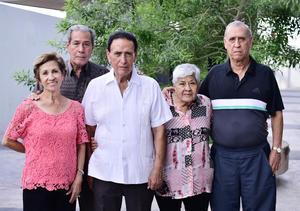 24072018 CELEBRA SU CUMPLEAñOS.  José Antonio con sus hermanos: Esperanza, Héctor, Olga y Jesús.