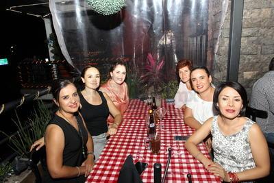 Karla Rojas, Hortensia Gutiérrez, Verónica Padilla, Lorena Ávalos, Lucky Guerrero y Susana Guerrero.