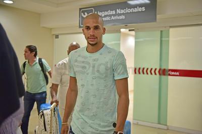 Alrededor de la medianoche fue cuando el zaguero amazónico hizo acto de presencia en la sala de llegadas del Aeropuerto Internacional Francisco Sarabia.