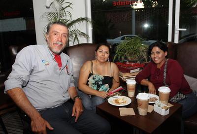 Julio Sevilla, Erika Gómez  y Susana Rodríguez.