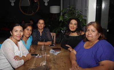 Beatriz, Denisse, Rosario, Celia y Aidé.