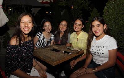 Mariana, Andrea, Diana, Fernanda y Andrea.