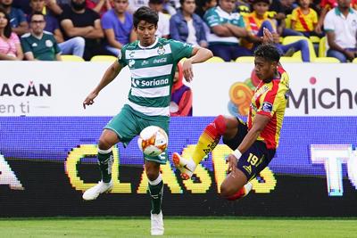 La ofensiva de Santos y su media cancha no generó balones.