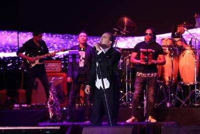 Los tributos siguieron. Juan Gabriel no podía faltar y Cristian interpretó 'Abrázame muy fuerte'.
